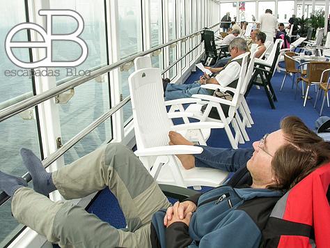 Haciendo una siesta en un ferry